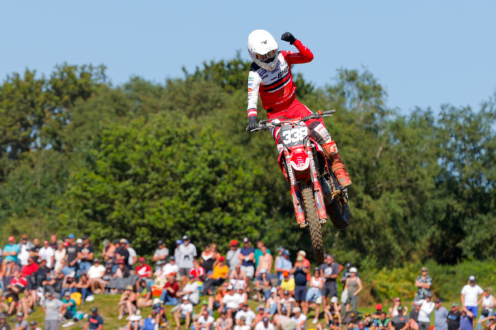 Herbreteau renoue avec la victoire à Rauville-la-Place en MX2. Victoire et plaque rouge pour Desprey en MX1.